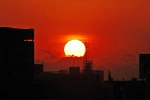 2月4日もラボ東京ビル・屋上から、「ダイヤモンド富士」を狙いました。